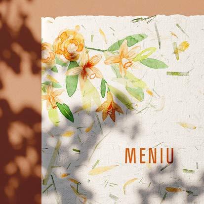 Meniu din hartie manuala cu insertii de petale de flori si iarba verde