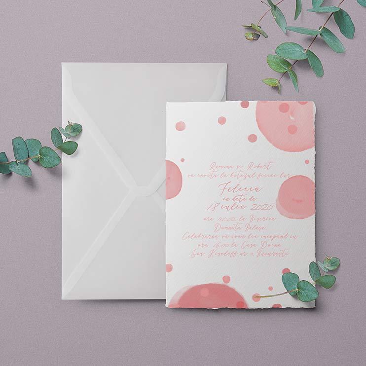 Invitatie cu buline vesele roz pastel, roz pudrat, pictate in acuarela pentru botez de fetite sau pentru o petrecere cu tema buline
