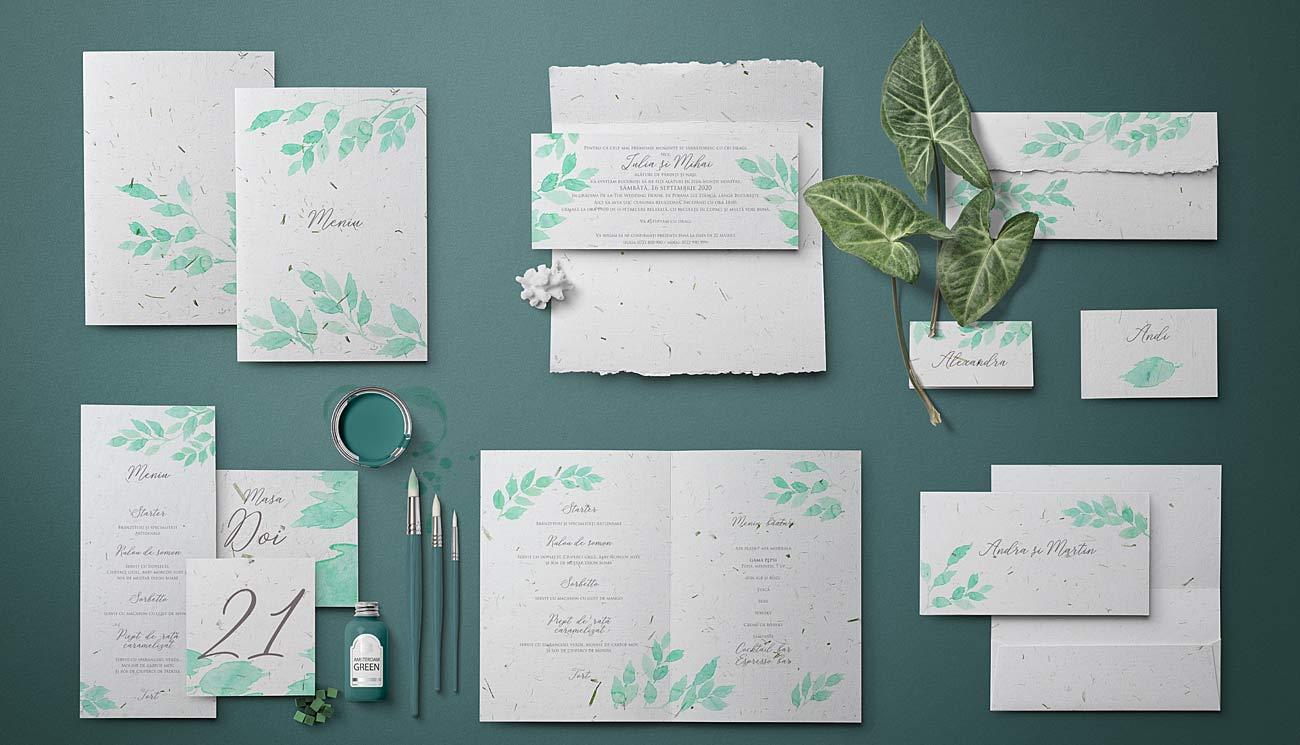 Invitatie cu frunze pictate in acuarela printate pe hartie manuala cu insertii naturale de iarba verde. Se potriveste cu orice petrecere in natura