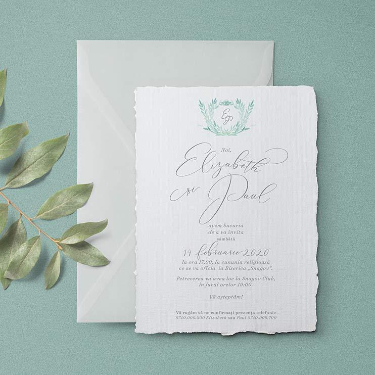 Reverie este o invitatie de nunta cu tema Green / Verde, din hartie manuala alba sau ivoir, ilustratia este pictata in acuarela culoare verde Venetian